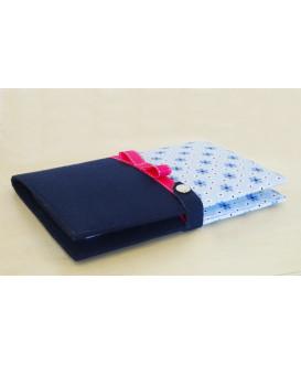 Protège carnet de santé rigide personnalisable - Cadeau de naissance personnalisé - fleurs bleues - ruban rose