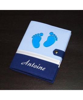 Protège carnet de santé garçon rigide personnalisé - baby feet - Cadeau de naissance garçon personnalisé