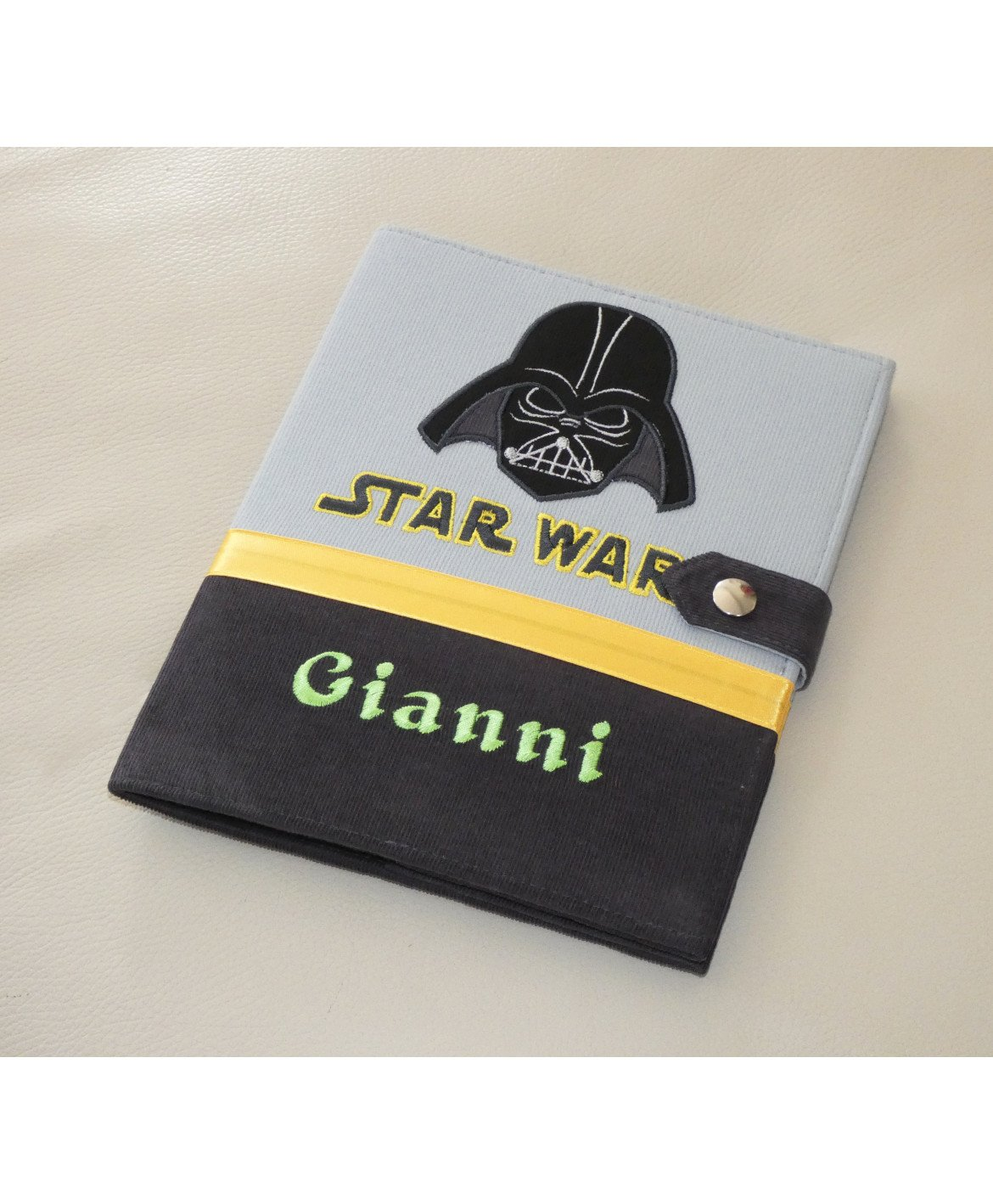 Protège carnet de santé Star Wars garçon rigide personnalisé gris - Cadeau de naissance personnalisé